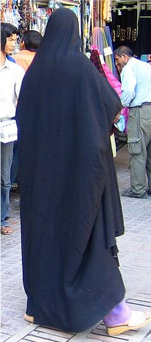 (General style, she has 1 edge tucked up under her opp. arm to keep the chador from being cumbersome)