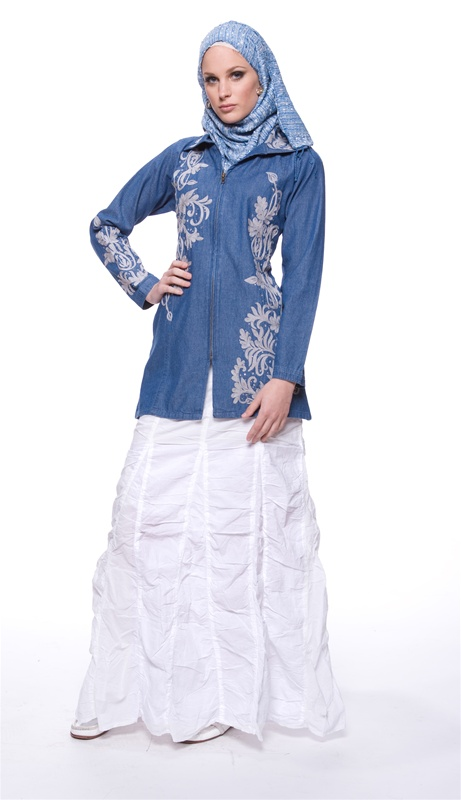 (Ensemble with Lightweight Long Ruched Adjustable Length Cotton Skirt - Artizara.com)